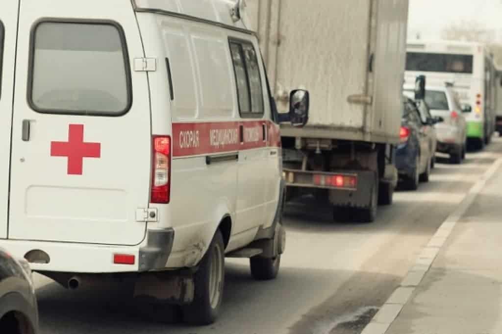 Ambulancia en el tránsito