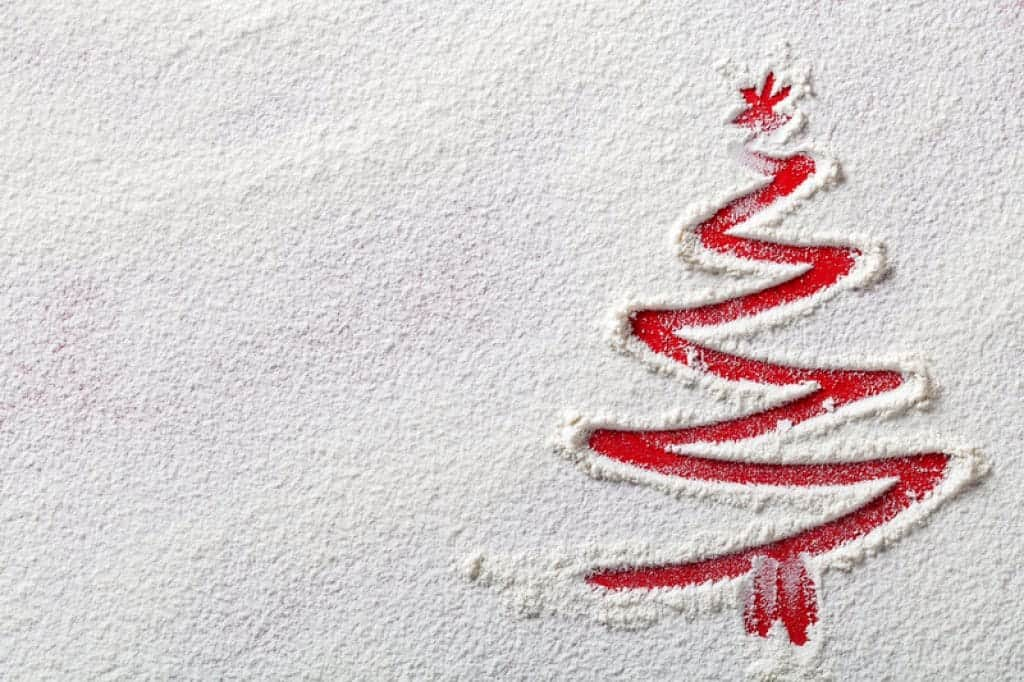 Árbol de Navidad en fondo de harina
