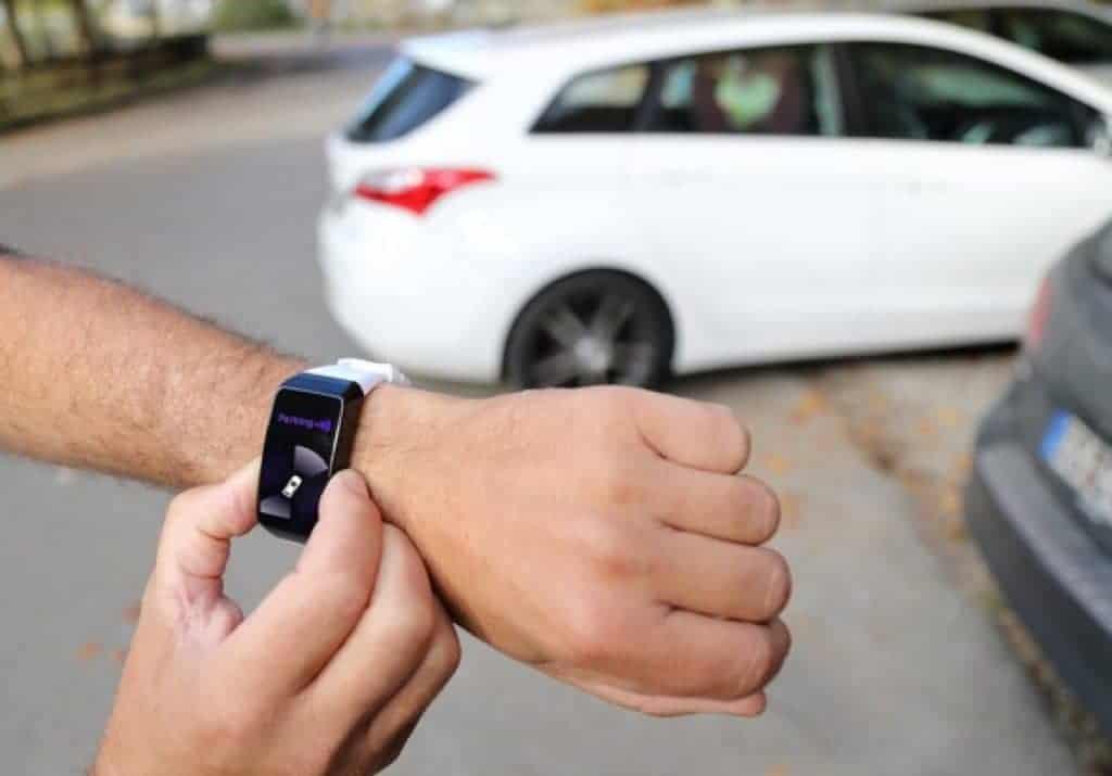 Moviendo vehículo autónomo con reloj inteligente