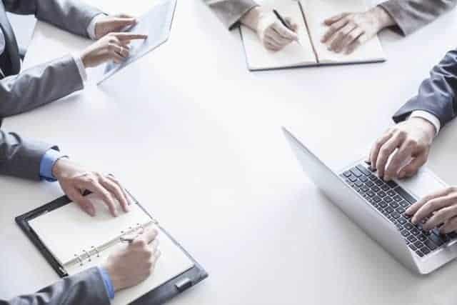 Mesa Oficina Personas Trabajando