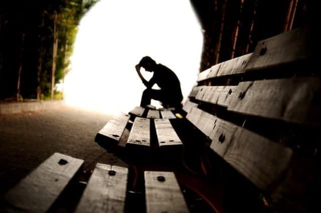 Adolescente Preocupado Depresion Tunel
