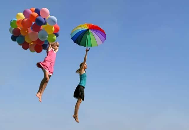 Libertad Diversion Mujeres Volando Globos Sombrilla