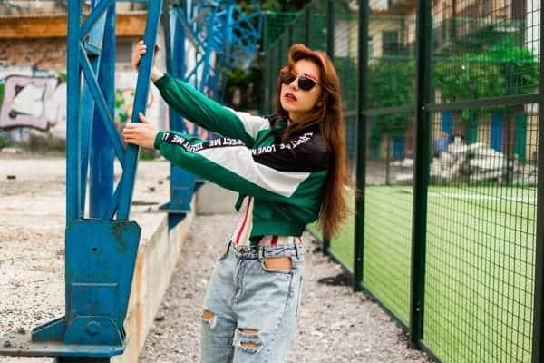 Retrato Mujer Moda 90s Sport
