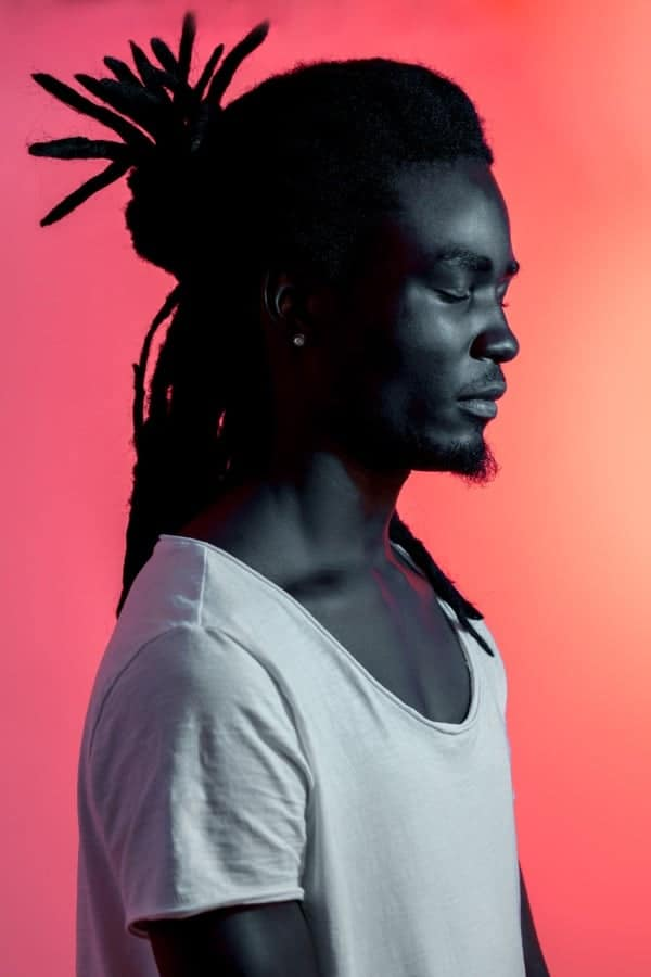 Retrato Hombre Africano Luz Violeta Roja