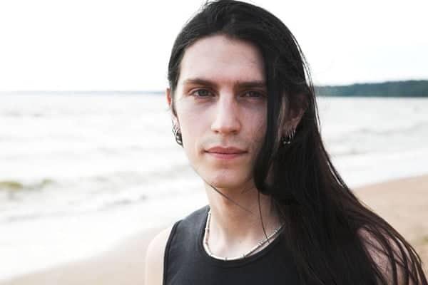 Hombre Pelo Largo Playa Retrato