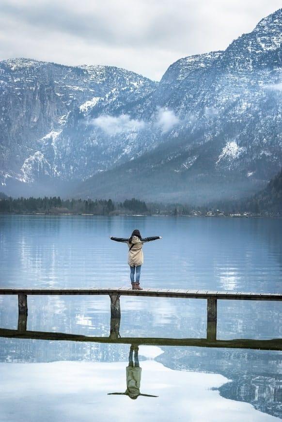 Mujer Puente Lago Montaña